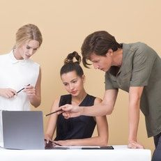 gallery/231two-woman-and-one-man-looking-at-the-laptop-1036641